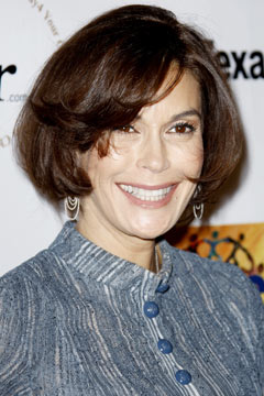 teri_hatcher_new_bob_haircut_240bes101210